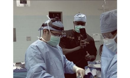 Surgeon Gives Inside Look at Plastic Surgery Through Social Media Live Stream