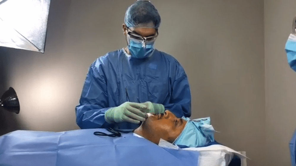 Chicago Doctor Streams his Surgeries Live on Facebook
