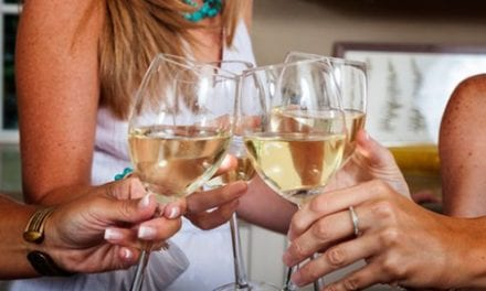 Study Shows That White Wine Can Aggravate This Skin Condition