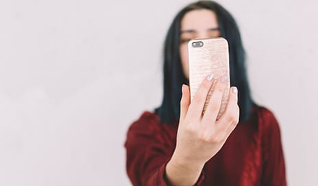 Taking Selfies Can Help Plastic Surgery Patients Heal, Study Finds