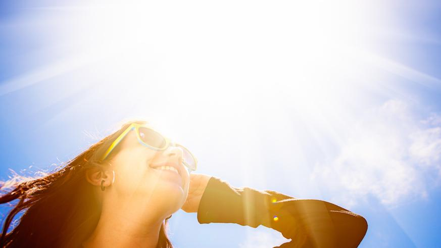 Here's Why You Should Put Sunscreen On Your Eyelids
