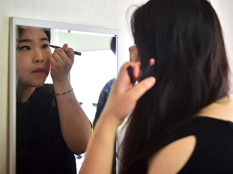 South Korean Women Destroying Makeup In Protest Against Stringent Beauty Standards