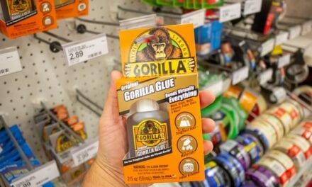 Beverly Hills Plastic Surgeon Offers to Remove Gorilla Glue from Woman's Hair for Free