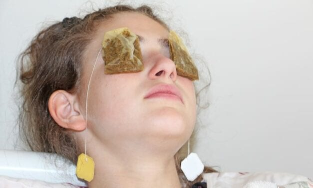 3 Life-Changing Hacks Dermatologists Swear By For Minimizing Puffiness Around The Eyes